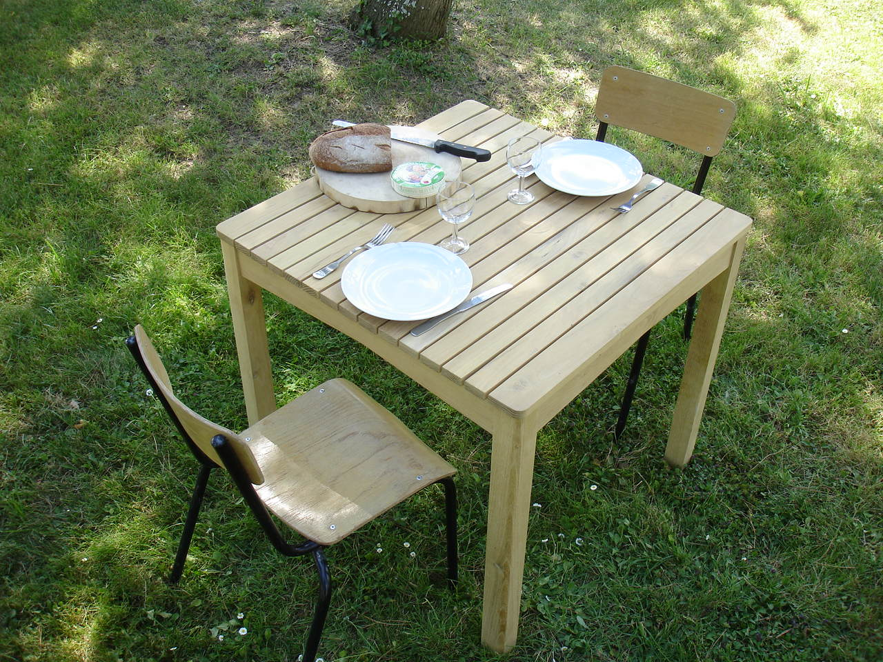 table de jardin en robinier faux acacia massif pour 4 ou 6 personnes. Black Bedroom Furniture Sets. Home Design Ideas
