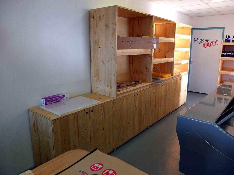 agencement de magasin de vente de produits locaux meubles en bois. Black Bedroom Furniture Sets. Home Design Ideas